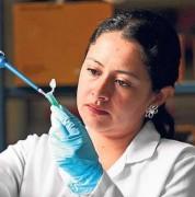 Carolina Echeverría tiene 23 años. Estudió Biología Molecular en la Universidad de las Américas. Foto: Vicente Costales / El Comercio