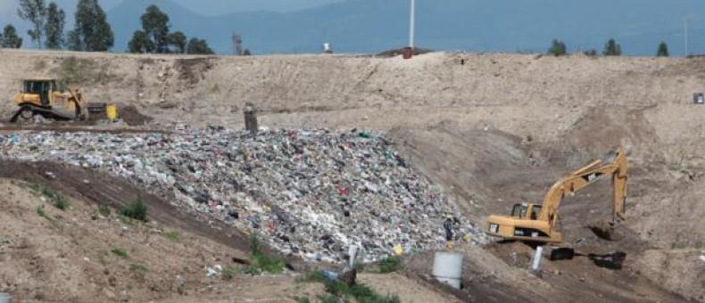 La disposición final de desechos en El Inga se la realiza mediante cubetos que son celdas de gran tamaño en donde se arrojan los desperdicios comunes. Foto: Paúl Rivas / EL COMERCIO. Cortesía: El Comercio