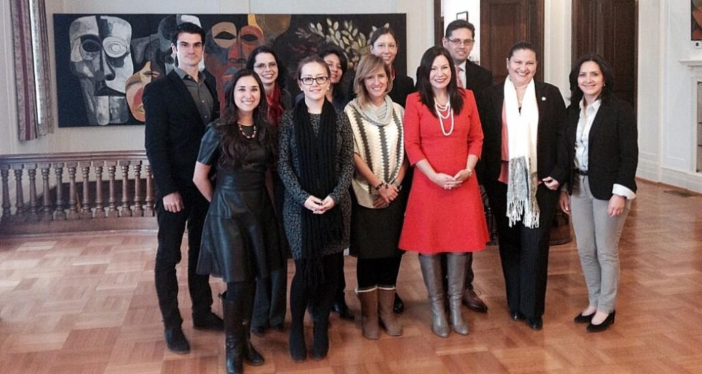 Delegación con la embajadora de Ecuador en los Estados Unidos