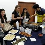 Lunes 23 de noviembre. Degustación de comida de Suiza, los Países Bajos, Francia, India, Líbano y Japón.