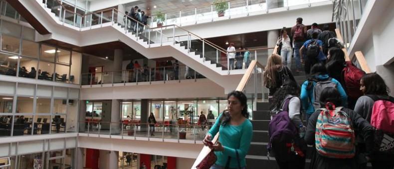 Acreditación internacional por su gestión universitaria.  Foto Cortesía: Vicente Costales / LÍDERES.