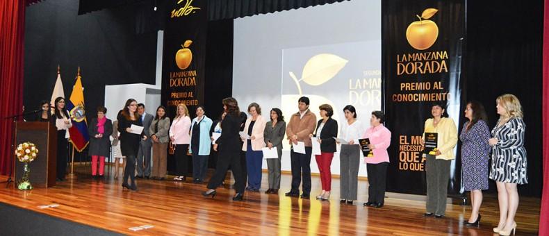 UDLA premia a docentes por el Día del Maestro