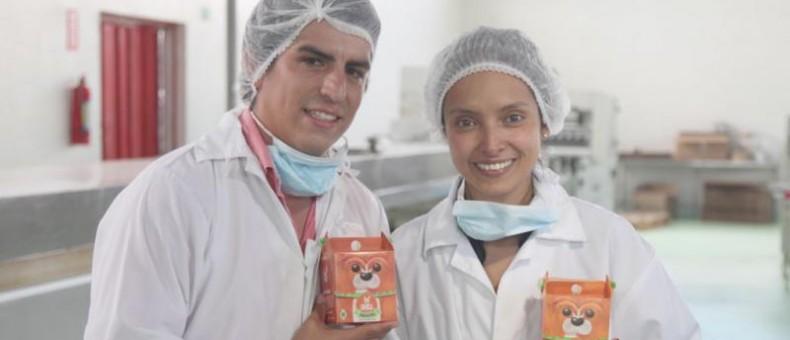 Juan Sebastián Espín y Deborah Torres son fundadores de Alku. Elaboran juguetes y galletas para mascotas. Fotos: Paul Rivas/ LÍDERES