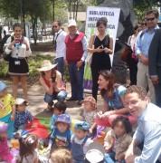 Alcalde Rodas y niños del Centro Infantil Pakarina