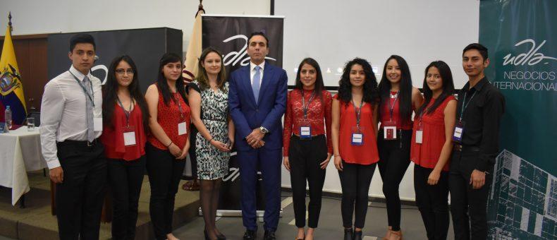 Ministro de Comercio Exterior dio una charla a estudiantes de Negocios